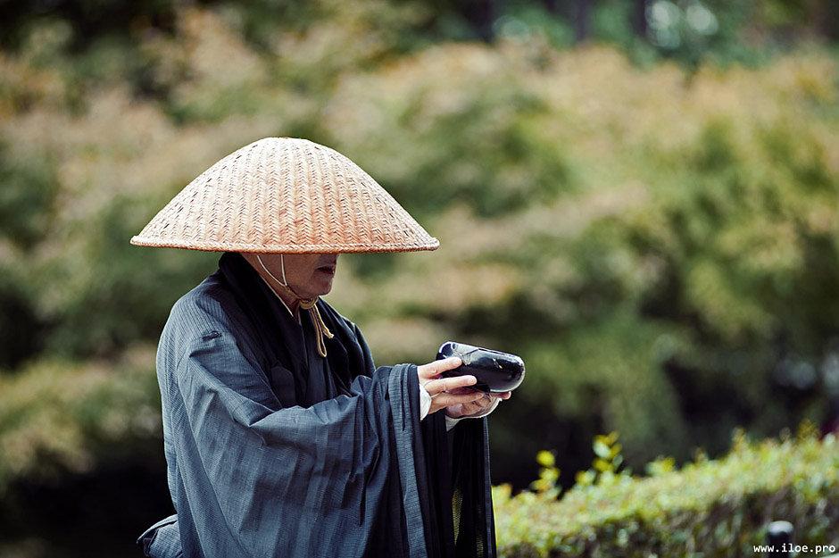 kyoto-monk.jpg